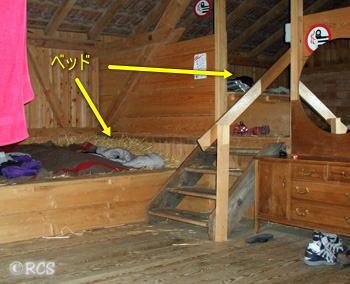干し草ベッドがある納屋