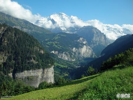 スイスで見つけた小さな村からの眺めです