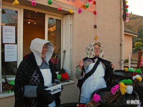 ゴーフレットを売る村の女性たち