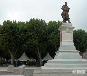 Alphonse de Lamartineの銅像。この銅像が立っているソーヌ川のほとりは、最近、すばらしくきれいに整備されました♪