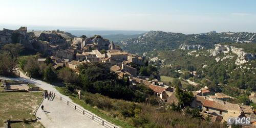 城の塔から民家のある村を眺めたところ