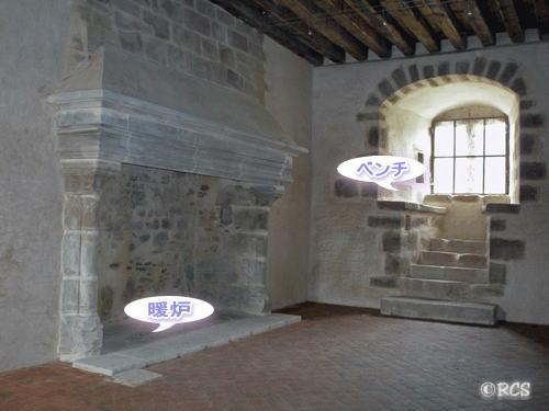 修復工事中の中世の城